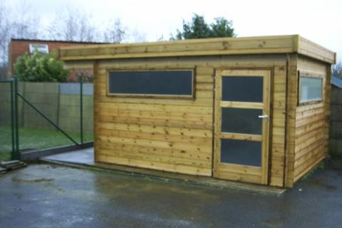 Tuinhuis 3 X 4 met oversteek voor hout